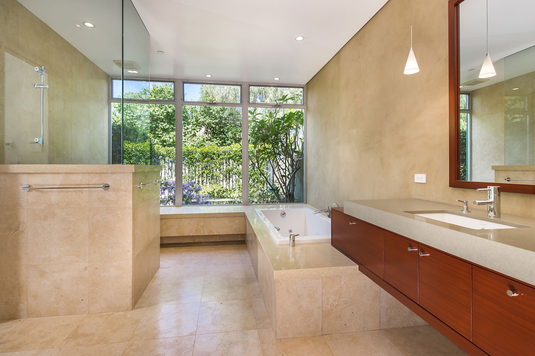 Modern Bathroom designed by Cactus, Inc.